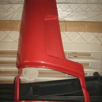 Угол кабины нижний левый ( щека ) красный WG1642110002