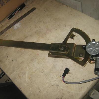Стеклоподъемник электрический (S) левый 81.62640.6049